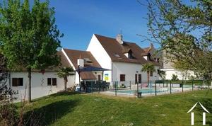Grande maison familiale avec piscine et gîtes