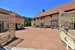 Ensemble de 4 maisons au sud de Cluny