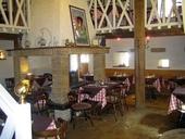 Restaurant de caractère avec apt, dans village médiéval