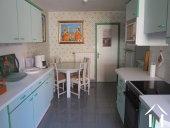 <en>kitchen in the apartment</en>