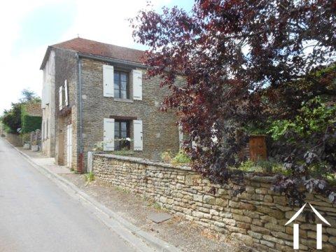 Maison de bourg vendre asquins bourgogne 9013 for Huis clos fenetre