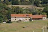 Grande ferme rénovée avec 1,4 hectares, revenu possible
