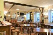 Petit hôtel bar restaurant dans village viticole