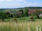 Belle vue sur le village et les collines