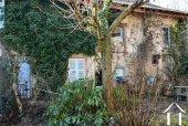 Grande maison en pierre à rénover, dépendances et jardin