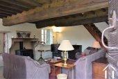 Séjour avec plafond à la française et cheminée