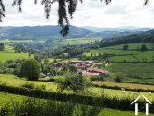 petit hameau dans la campagne boisée