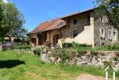 Maison en pierre rénovée près d'un village actif