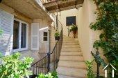accès au balcon et terrasse depuis le jardin