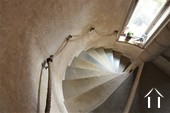 escalier en pierre menant à la cave