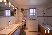 salle de bain avec duche a