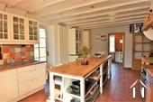 cuisine avec accès à la terrasse ensoleillée