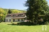 Maison de campagne avec piscine et granges