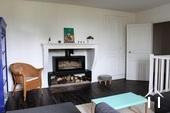 salon avec poêle à bois moderne