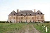 Château du 16e siècle à rénover, 5 hectares