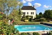 Maison de campagne rénovée avec grange, piscine et vue