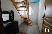 Bureau avec escalier menant au premier
