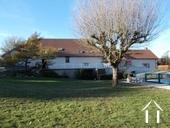 Maison spacieuse avec granges et piscine