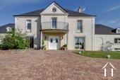 Grande maison bourgeoise avec piscine près de Dijon