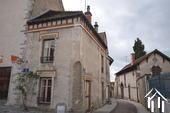 Petite maison sur une place médiévale
