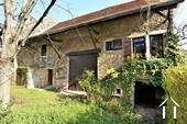 Maison en pierre avec grande grange et cour