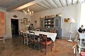 salle à manger menant à la cuisine 1