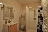 salle de douche au rez-de-chaussée