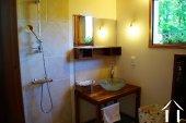 Salle de bain au RDC avec douche