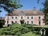 Chateau du 18eme avec 2,6 ha