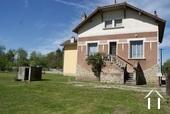 Maison de village a rénover avec grand jardin