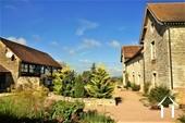 Belle maison de caractère, gîte, piscine et vue proche Cluny